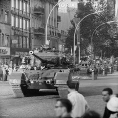 News Photo : Berlin, Germany-Heavy British tanks and armored...