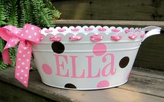 Decorate and paint a basket w the babies name and use for the first year or two! I'm going to do this and put her in there for photos! Picture ideas Baby Baskets, Easter Baskets, Gift Baskets, Card Basket, Cute Gifts, Baby Shower Gifts, Baby Gifts, Bays, Vinyl Crafts