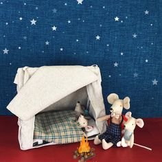 Now, your Maileg friends can come along on sleepovers or camping, too! They will be happy t spend time in this lovely Maileg Mouse Camping Tent. A comfy mattres