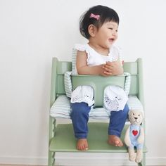 Little girls are made of sugar, spice and everything nice 🍬 📸: @nana7 's little one in our Stokke Tripp Trapp high chair and baby set