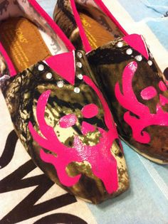 Custom Hand Painted Bone Collector Camo Toms