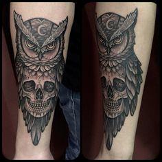 Owl Skull tattoo by Juan David Castro R Owl Skull Tattoos, Half Sleeve Tattoos Forearm, Indian Skull Tattoos, Leg Tattoos, Body Art Tattoos, Tattos, Tattoo Arm Designs, Feather Tattoo Design, Half Sleeve Tattoos Designs