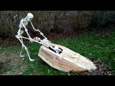 Haunter's Hangout: A community of Halloween, Haunted House, Prop Builders, & Make-up Effects. Halloween Coffin, Halloween Graveyard, Scary Halloween Decorations, Halloween Skeletons, Diy Halloween Decorations, Halloween Themes, Halloween Celebration, Halloween Outside, Outdoor Halloween