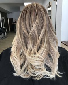 Something special ♡ dirty blonde hair Balayage Hair Copper, Balayage Hair Blonde Medium, Balayage Hair Caramel, Hair Color Balayage, Hair Highlights, Blonde Hair Looks, Brunette Hair, Baliage Hair, Ombré Hair