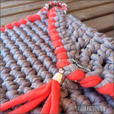 Cartera-sobre con pulsera de cadena