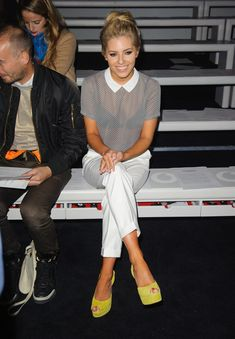 Ok, i like the outfit, i also like the pop of colour from her neon shoes - but for Christ SAKE Mollie, take £3 out of your fortune and invest in a nude Primark bra!!!