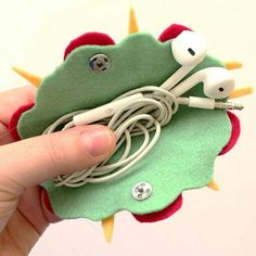 Hi guys, I would like to share with you my last youtube tutorial: kawaii felt taco. This earphones c