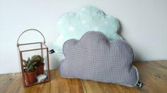 Wolken kussens in grijs met mint sterren, super cute. Buy at www.prettypresents.nl #kinderkameraccessoires #baby #wolken #kussen