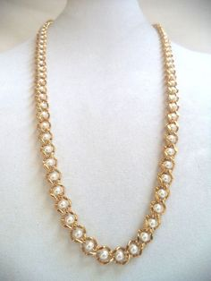 STUNNING VINTAGE ESTATE GOLD TONE SIGNED NAPIER FAUX PEAR NECKLACE!!! 4574H
