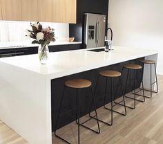 Modern Home Decor Kitchen Rustic Kitchen Design, Home Decor Kitchen, Kitchen Living, Interior Design Kitchen, New Kitchen, Home Kitchens, Craftsman Kitchen, Cuisines Design, Küchen Design