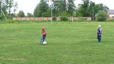 Футбол для малышей.  Подвижные игры для детей  на свежем воздухе