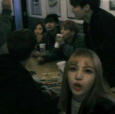 Blackpink and bts at dinner Kpop Couples, Cute Couples, Bts Girlfriends, K Pop, Vkook, Bts Imagine, Blackpink And Bts, Blackpink Lisa, Best Couple