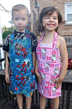 Child's Apron  ~  free pattern here: http://sewliberated.typepad.com/Montessori%20Childs%20Apron.pdf