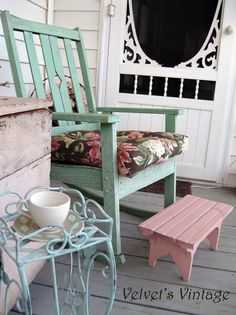 Like the colors and showing how beautiful painted finds look - beginning to really like the pink and aqua together