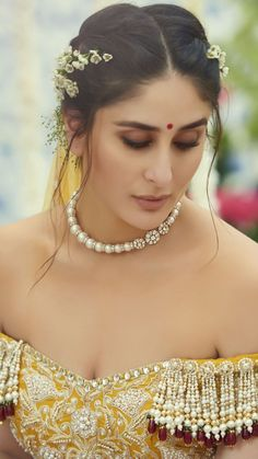 Entertainment Bazaar-Your Source for Fashion Trends, Beauty Tips, Pop Culture News, and Celebrity Style Indian Celebrities, Bollywood Celebrities, Bollywood Actress, Bollywood Hair, Girl Celebrities, Celebs, Kareena Kapoor Wedding, Kareena Kapoor Khan, Kareena Kapoor Lehenga