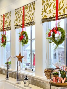 Welcome to Our Christmas Home 2019 - I so glad you are here! Come take a peek at our cottage style home all decorated for Christmas, inside and out. Cute Home Decor, Christmas Kitchen Decor, Decor, Indoor Christmas Decorations, Christmas Living Rooms, Christmas Room, Fall Home Decor, Christmas Home, Christmas Room Decor