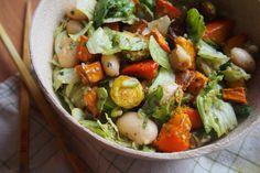 Pestrý teplý zimní salát s pečenou zeleninou Tempeh, Tahini, Kung Pao Chicken, Cobb Salad, Potato Salad, Potatoes, Meat, Ethnic Recipes, Food