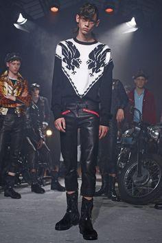 「クリスチャン ダダ(CHRISTIAN DADA)」は2016年春夏パリ・メンズ・コレクションを発表した。