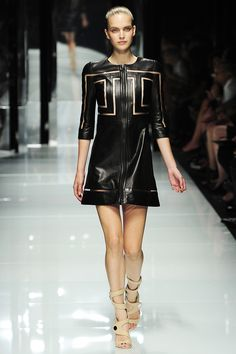 Versace Spring 2011 RTW - Review - Fashion Week - Runway, Fashion Shows and Collections - Vogue