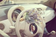 Fiat 500 Vintage stylish inside and out and for weddings . Fiat 500 Lounge, Wedding Car, Wedding Blog, Dream Cars, Vintage Fashion, Vintage Style, Stylish, Vehicles, Vintage Weddings