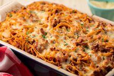 Easy baked spaghetti recipe - how to make baked spaghetti casserole Casserole Recipes, Pasta Recipes, Beef Recipes, Cooking Recipes, Healthy Recipes, Recipies, Kid Recipes, Cheesy Recipes, Shrimp Recipes