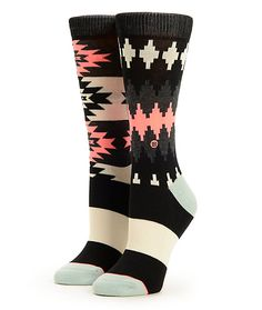 Pamper your feet with the El Paso sock made with springy elastic arch support and a comfortable combed cotton blended construction adorned in a tribal inspired print.