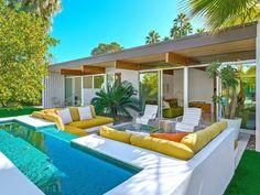Palm Springs mid-century modern outdoor living room and fountain Outdoor Spaces, Outdoor Living, Outdoor Patios, Outdoor Kitchens, Outdoor Lounge, Piscina Rectangular, Moderne Pools, Casa Patio, Patio Bar