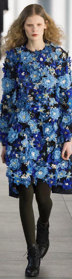 Oh puh-leease! A flower dress is a happy dress!!!  //Fall 2015 Ready-to-Wear Preen by Thornton Bregazzi #fashion #floral