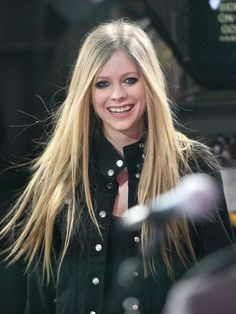 Avril Lavigne Long Straight Cut - Avril Lavigne wore her lengthy locks super sleek and straight for an appearance on 'Good Morning America.'