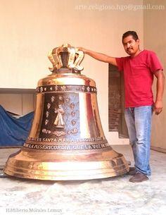 Fundimos campanas de gran tamaño, como esta que les presento que es de 2000 kg.  Ideal para una catedral o parroquia grande. Satisfacción garantizada. Más información sobre precios y tamaños bien arte.religioso.hgo@gmail.com.