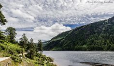 Glendalough - Das Tal der zwei Seen im Herzen der Wicklow Mountains: definitiv eine Reise wert! Warum? Das erzählen wir in unserem Blog!