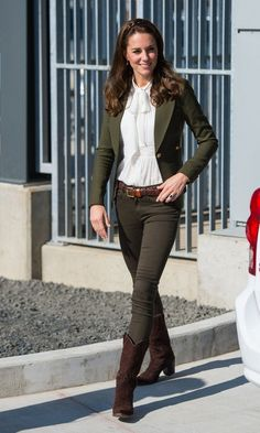 On island of of Haida Gwaii, British Columbia, Kate looked effortlessly stylish wearing a mixture of British and Canadian labels. The Duchess paired her Canadian brand Smythe blazer with an ivory blouse from Somerset by Temperley and Zara skinny jeans.