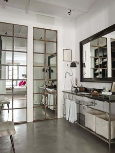 Let& finish the week with a little loft love. Small (for a loft) but perfectly formed this New. New York Loft, Decoracion Vintage Chic, Spanish Interior, French Interior, Loft Interiors, Modern Industrial, Industrial Bathroom, Industrial Interiors, Modern Interior Design