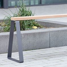 CAMPUS LEVIS BENCH - Designer Benches from Westeifel Werke ✓ all information ✓ high-resolution images ✓ CADs ✓ catalogues ✓ contact information. Urban Furniture, Street Furniture, Furniture Design, Outdoor Sofa, Outdoor Furniture, Outdoor Decor, Levis, Metal And Wood Bench, Urban Design