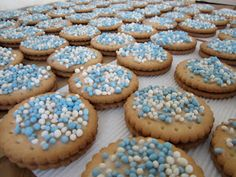 The sprinkles are muisjes! Baby Shower Snacks, Baby Boy Shower, Birthday Treats, Happy Foods, Cake Smash, High Tea, Mini Cupcakes, Kids Meals, New Baby Products