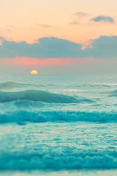 Pastel Sunset over the Ocean. What beautiful waves! No Wave, Ocean Sunset, Ocean Waves, Pastel Sunset, Beach Sunrise, Summer Sunset, Sunset Colors, The Ocean, Ocean Deep