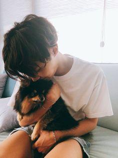 Jimin and Jungkook are happily dating, but everything changes one night when Jimin brings home a cat hybrid called Min Yoongi. Gwangju, Namjoon, Seokjin, Jung Hoseok, J Hope Selca, Bts J Hope, Bts 2018, Rapper, Foto Bts