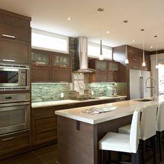 armoire de cuisine contemporaine avec grand ilot