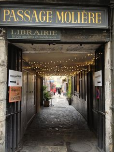 Passage Molière: historic walkway (3e arr) http://loveparisloveparis.wordpress.com/2014/02/25/passage-moliere-walkway-historic-paris/