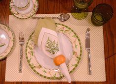 Guardanapos de algodão com bordados finíssimos e exclusivos feitos pelas melhores artesãs do mundo especialmente para combinar com nossos jogos de jantar.