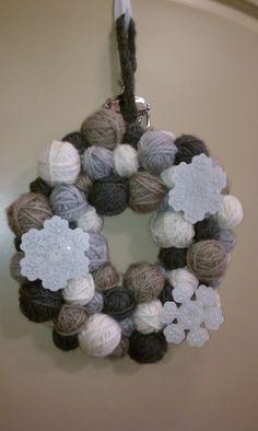 winter yarn ball wreath