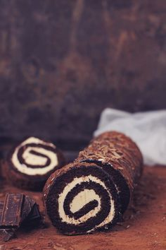 Chocolate Roulade with caramel cream Chocolate Roulade, Chocolate Roll Cake, Chocolate Shop, Chocolate Cream, Just Desserts, Dessert Recipes, Jelly Roll Cake, Patisserie Cake, Cakes Plus