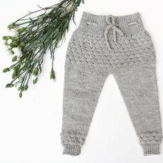 SKIPPER 💙 Køb opskriften eller køb dem færdige på shoppen - se link i bio! #hjemmestrik #striktilbaby #strikke #skipperbukser #strikleriet #barnestrikk #strikkeopskrift #knit #knitted #knitting #instaknit #knitstagram #kidsfashion #knittersofinstagram #nevernotknitting #strikk #barnestrikk #strikkedilla #strikleriet #knitspiration #strikkemamma #mammastrikk #webshop #nywebshop #thenewsters #iværksætteri #entrepreneur