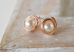 Pendientes del perno prisionero oro rosa perla 14 k por designbygam
