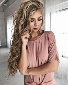 Best Ideas For Makeup Tutorials : makeup hair blonde hair bold lip eyeshadow vivian makeup artist wavy hair Curled Hairstyles, Pretty Hairstyles, Hairstyle Ideas, Summer Hairstyles, Makeup Hairstyle, Latest Hairstyles, Formal Hairstyles, Perfect Hairstyle, Stylish Hairstyles