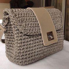 Marvelous Crochet A Shell Stitch Purse Bag Ideas. Wonderful Crochet A Shell Stitch Purse Bag Ideas. Crotchet Bags, Diy Crochet Bag, Crochet Shell Stitch, Knitted Bags, Crochet Backpack Pattern, Bag Pattern Free, Yarn Bag, Diy Mode, Crochet Handbags