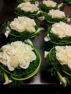 Modern flower arrangement with white roses Flower Centerpieces, Table Centerpieces, Flower Decorations, Centrepieces, Wedding Decoration, Table Flowers, Love Flowers, Beautiful Flowers, Flowers Vase