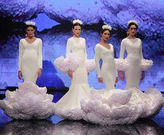 SIMOF 2018: el desfile de Alejandro Santizo, en fotos / J.M. Serrano / Rocío Ruz Dance Dresses, Flamenco Dresses, Fishtail, Marie, Fashion Dresses, Disney Princess, Wedding Dresses, Womens Fashion, Spanish