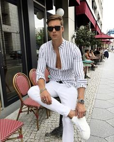 Royal Fashionsit is the best Men's Fashion Guide. Here you will find the lat… Royal Fashionsit is the best Men's Fashion Guide. Here you will find the latest trends on men's style. Get inspired with these outfits and leave your comment below. Mens Fashion Summer Outfits, Style Outfits, Best Mens Fashion, Casual Summer Outfits, Trendy Outfits, Look Jean, Style Masculin, Mens Style Guide, Mens Clothing Styles