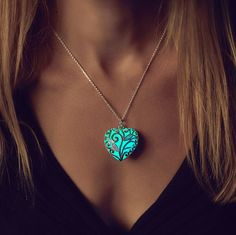 Hey, I found this really awesome Etsy listing at https://www.etsy.com/listing/207545262/aqua-glowing-necklace-glowing-jewelry